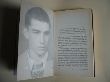 A börtön szaga elején látható 1954-es arckép
